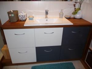 meuble-salle-de-bain-stratifié-et-teck